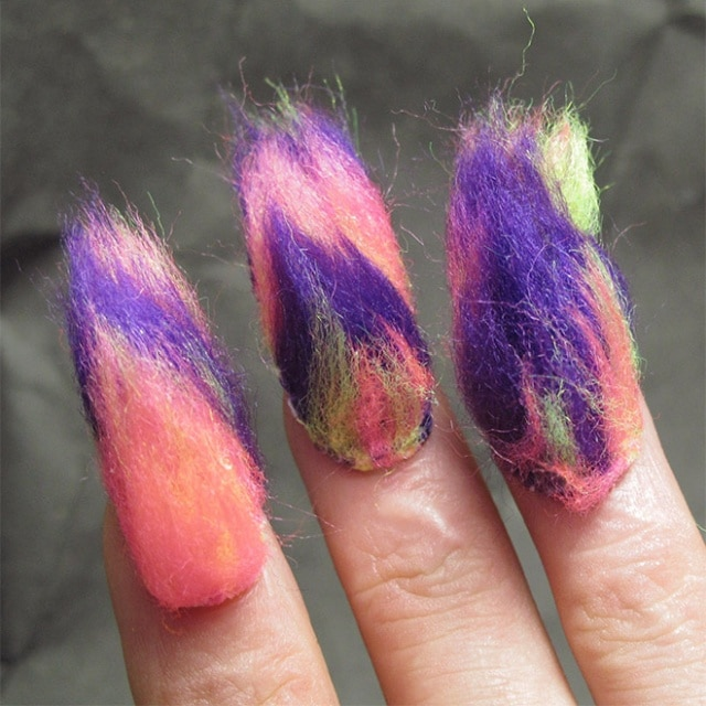 разноцветные меховые шорты