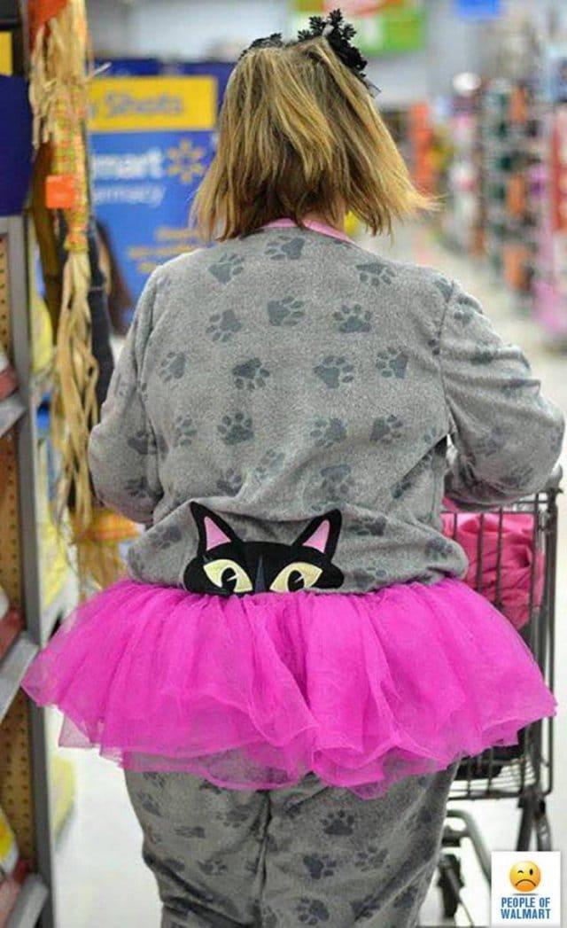 женщина в супермаркете волмарт