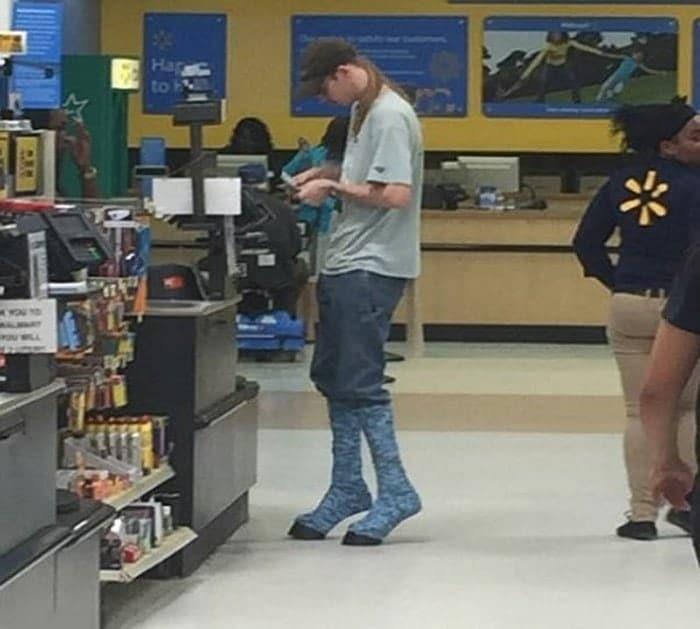 парень в магазине