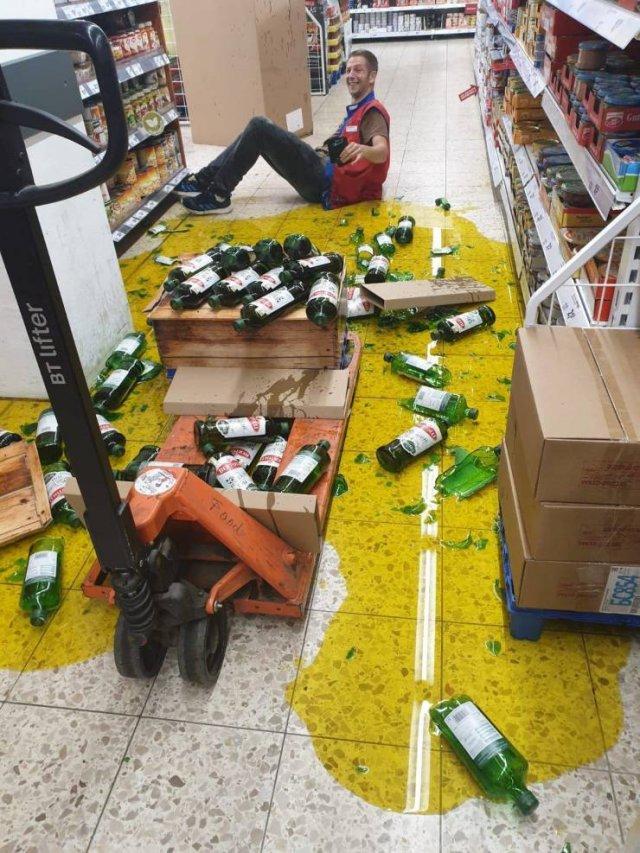 разбитые бутылки в супермаркете