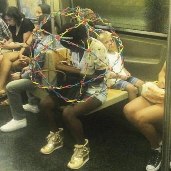 афроамериканка в метро