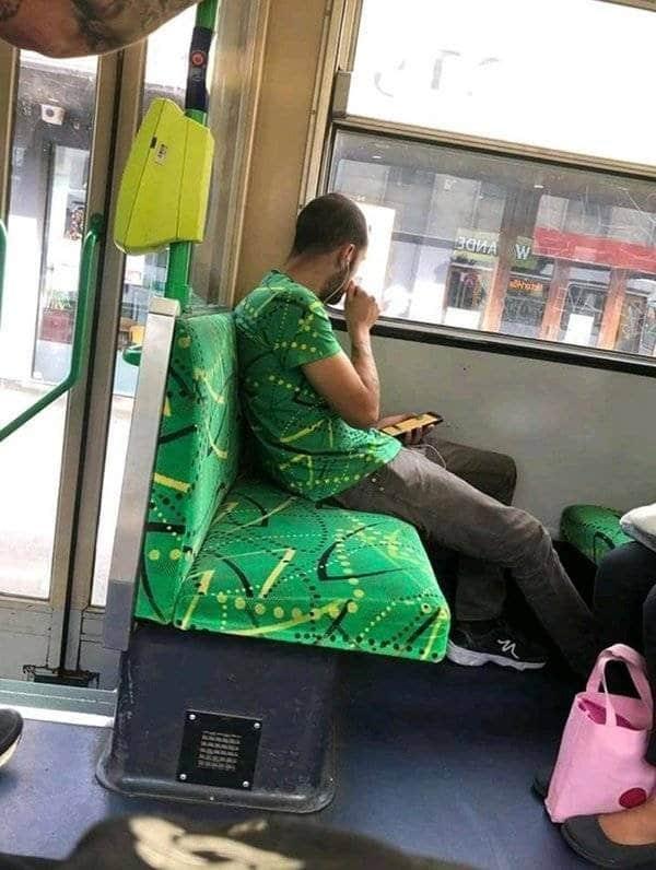 парень в автобусе