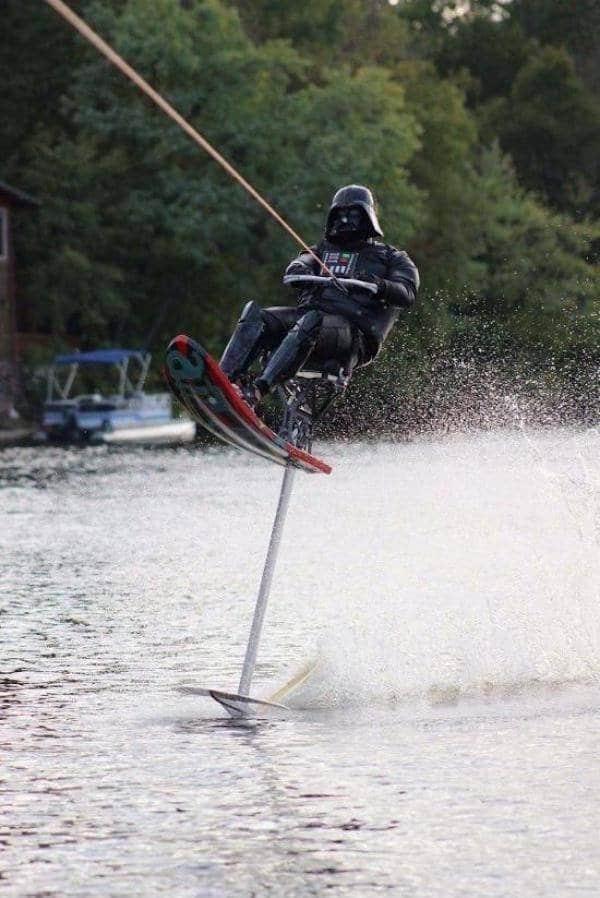 дарт вейдер летит над водой