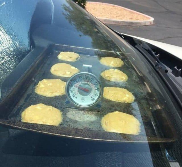 печенье в автомобиле