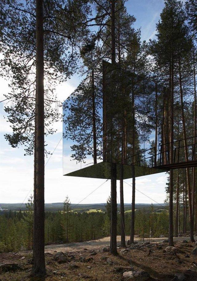 Зеркальный дом на дереве в Швеции