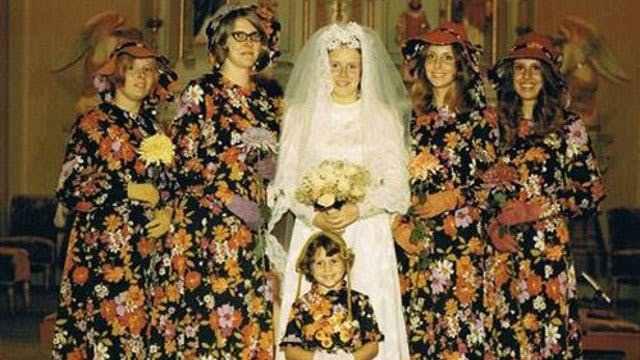 невеста с подружками в странных платьях