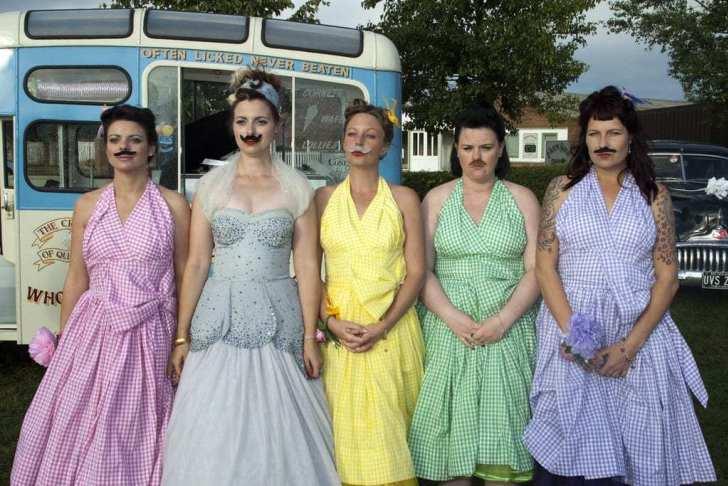 подружки невесты с усами