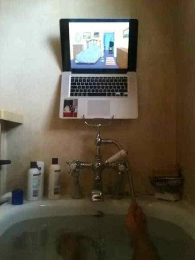 ноутбук в ванне