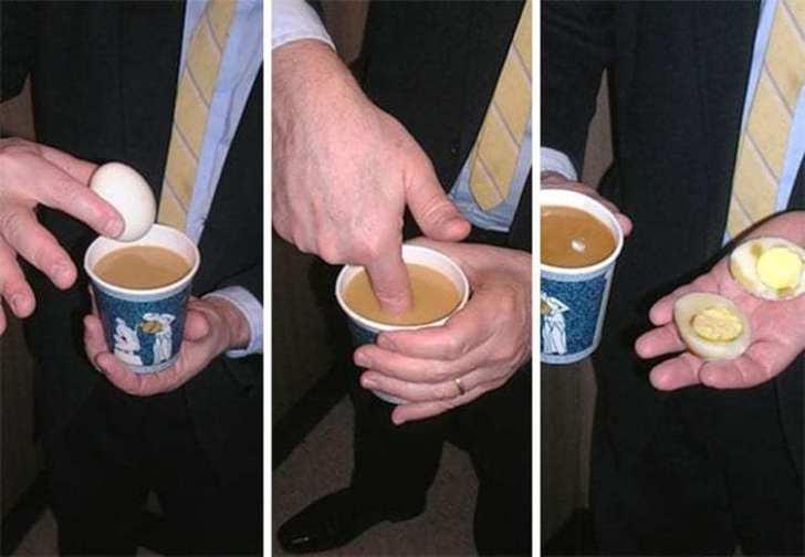 яйцо в стакане кофе