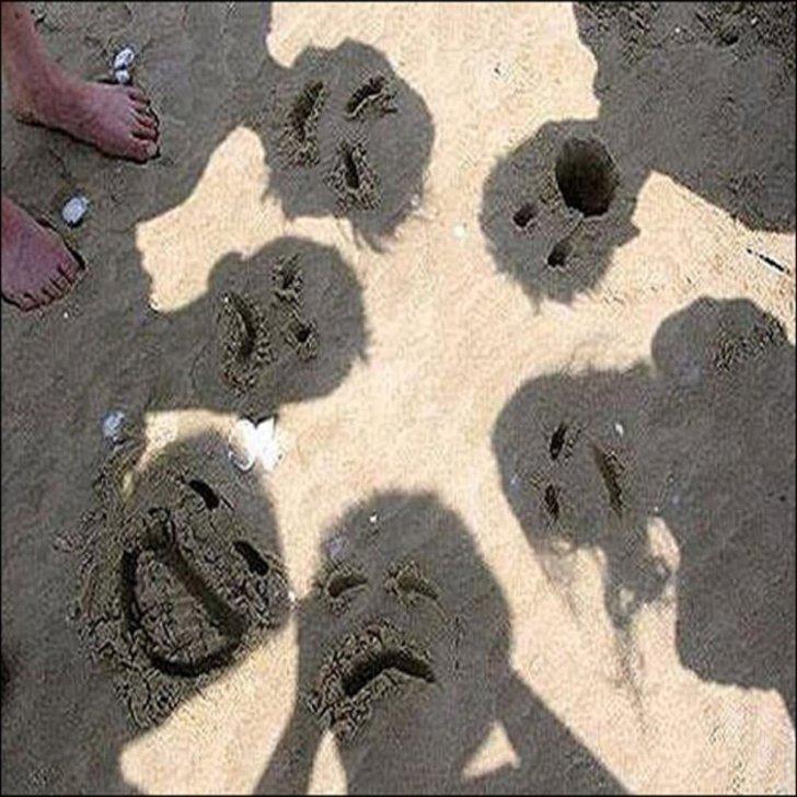 тень людей на песке