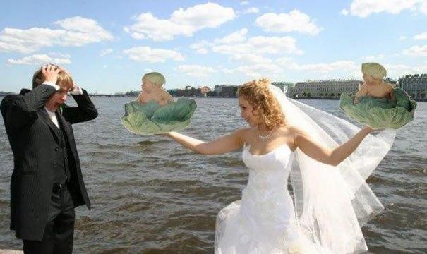 невеста и жених на берегу моря