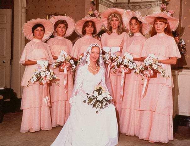 невеста на фоне своих подружек