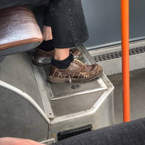 мужчина в троллейбусе