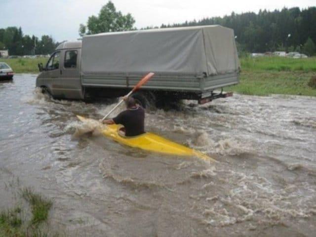 дорога затоплена водой