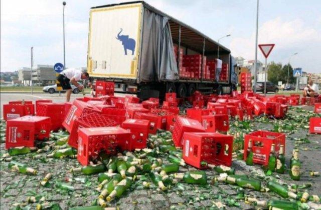 разбитые ящики с пивом на дороге
