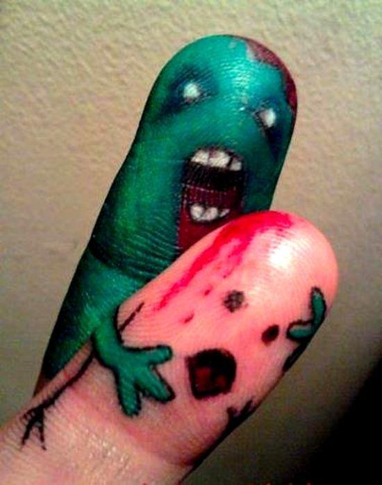 тату зомби на пальцах рук