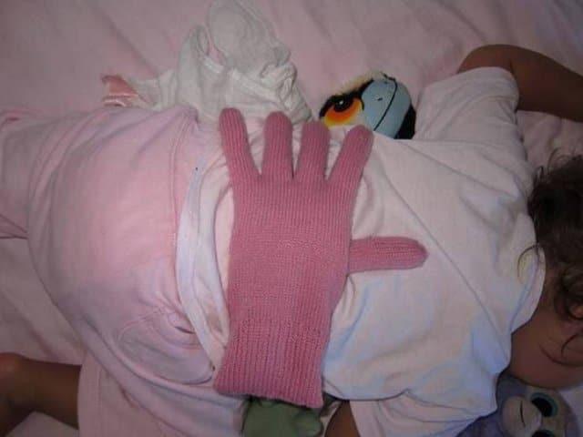 перчатка на ребенке