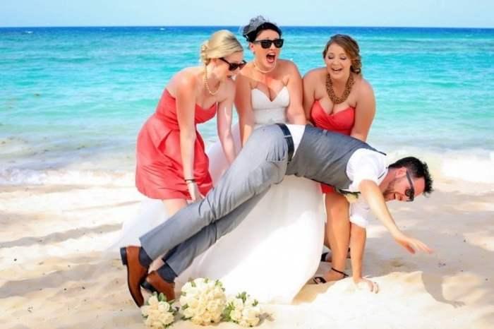 мужчина падает перед невестой