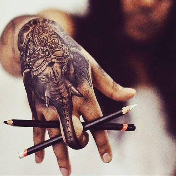 тату слона на руке