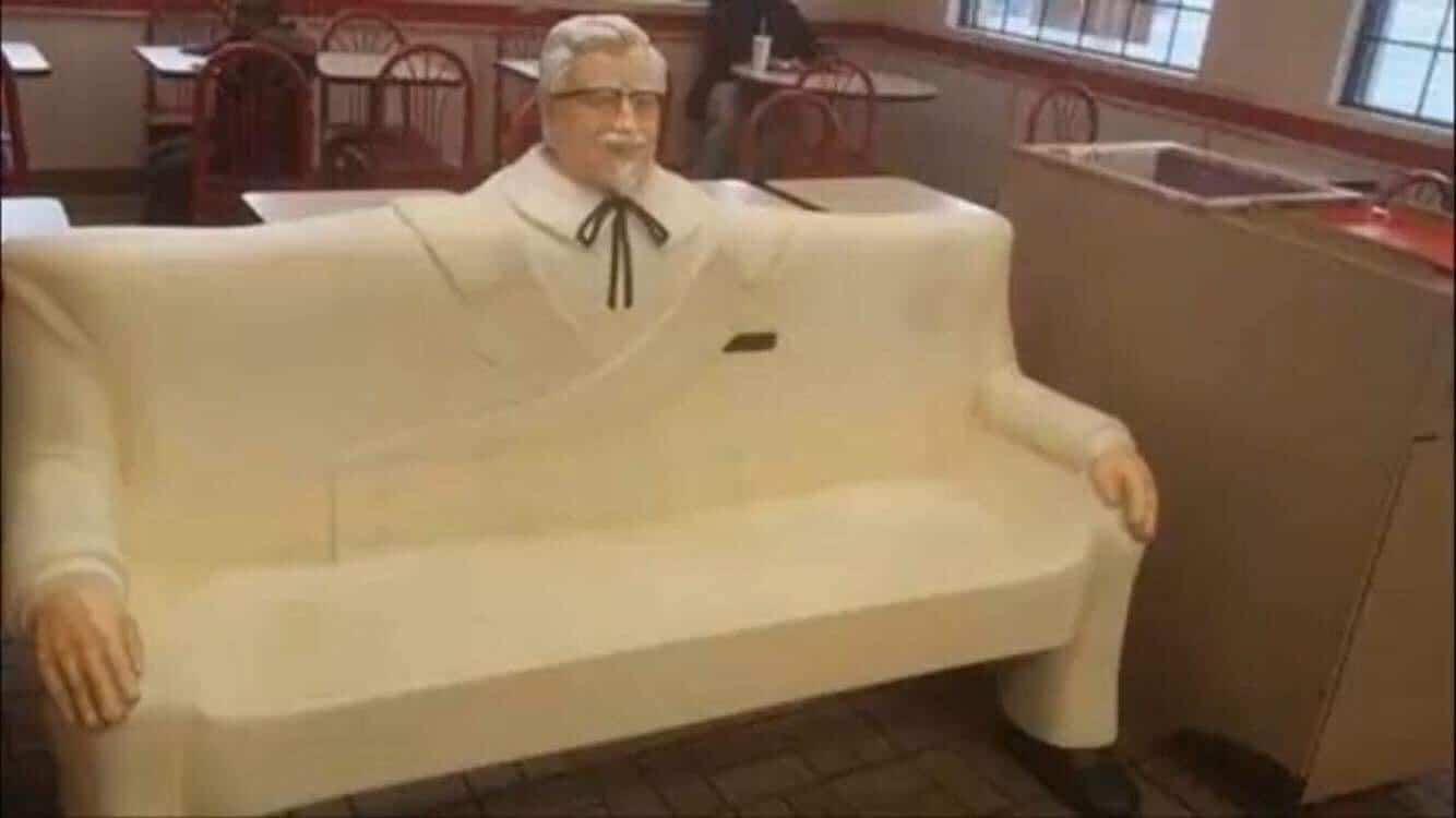 диван с фигурой человека