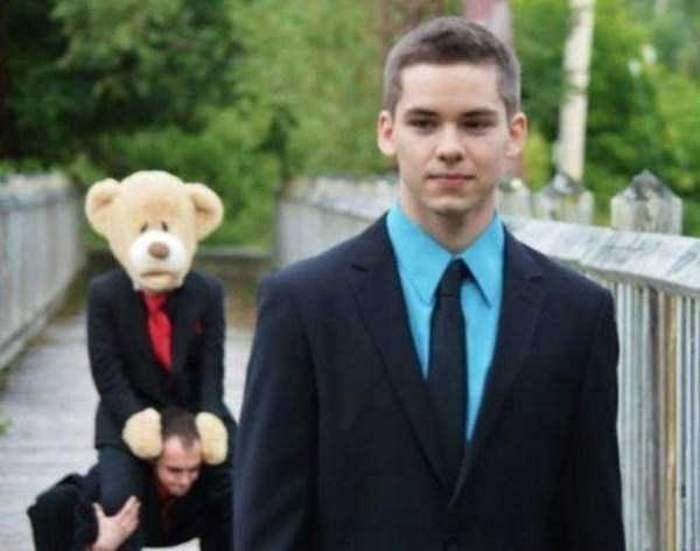 парень в костюме и галстуке