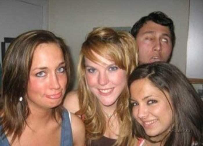 парень и три девушки