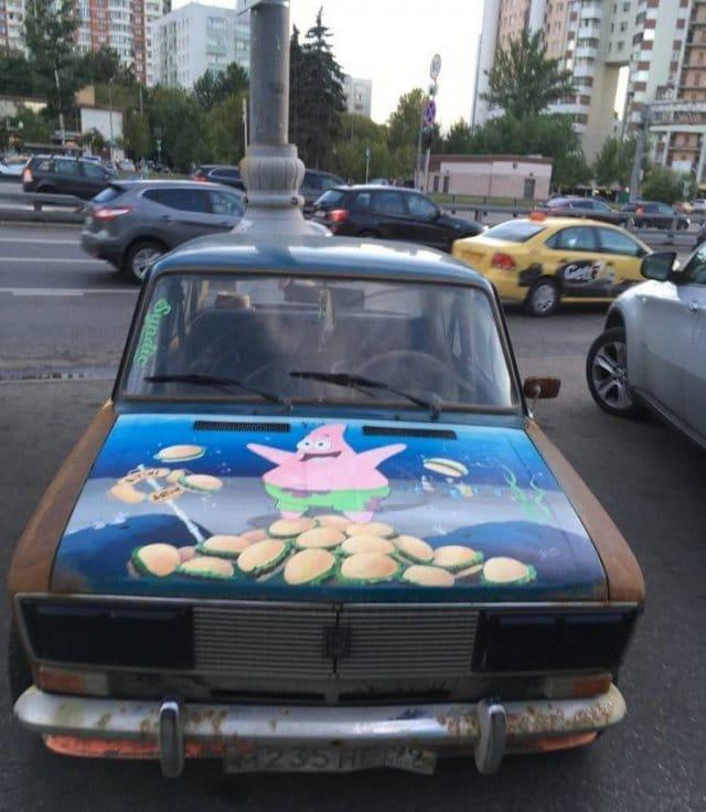 машина на улице