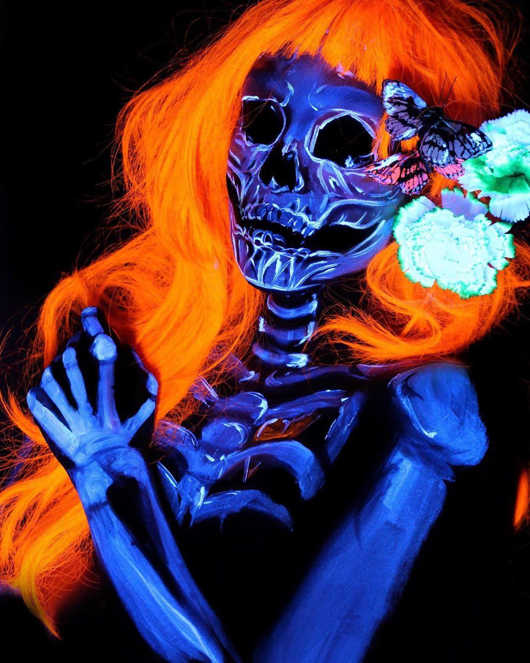 девушка с макияжем под скелет