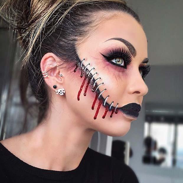 девушка со шрамом на щеке