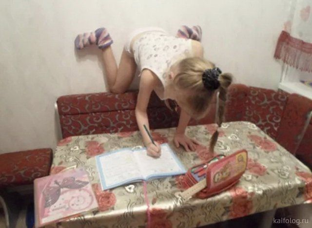 Школьники делают домашку  Приколы,kaifolog,ru,Дети и родители,дети приколы,школьники