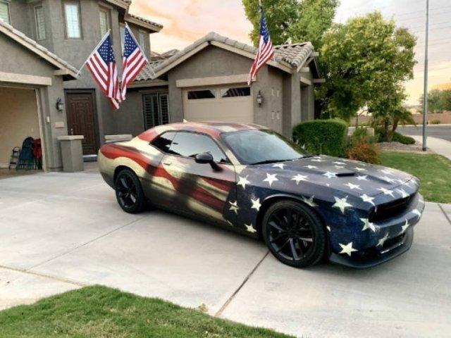 крутое авто в патриотической раскраске