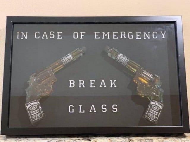 стеклянные пистолеты с бурбоном