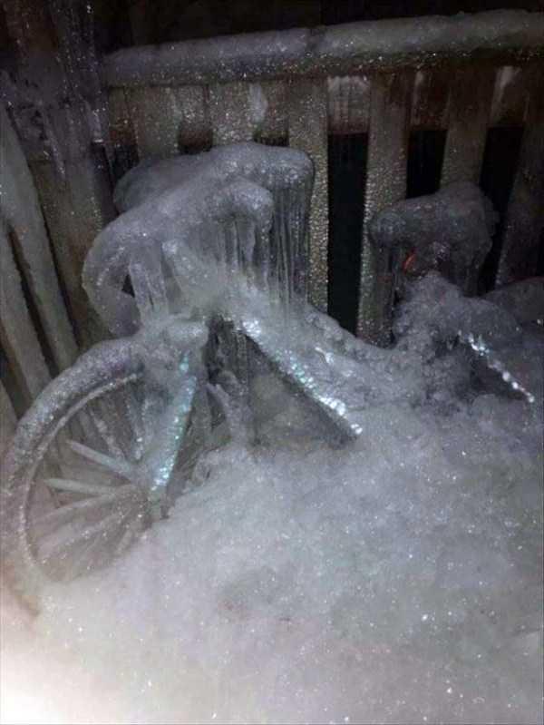 велосипед во льду