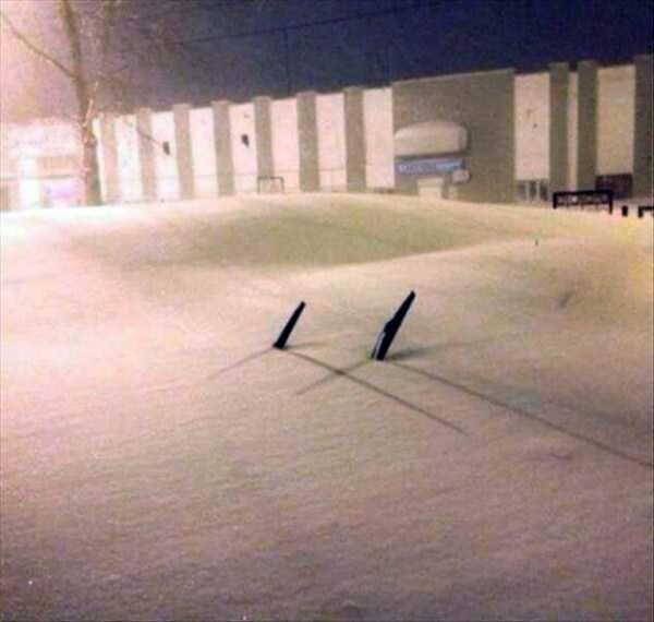 дворники торчать из-под снега