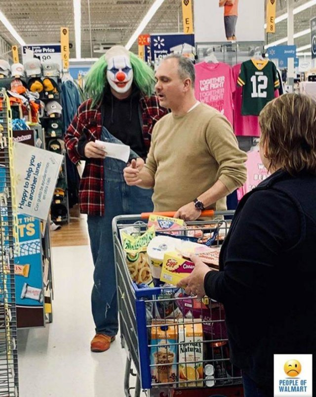 клоун в супермаркете