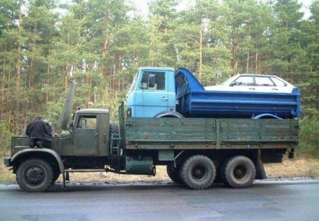 грузовик с камазом в кузове