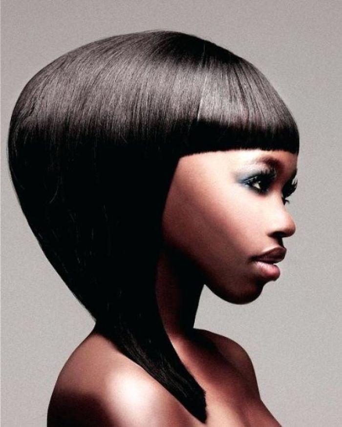 чернокожая женщина в профиль