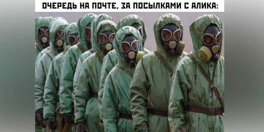 люди в зеленых защитных костюмах