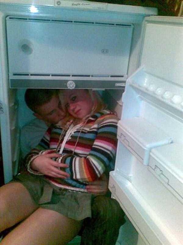 парень и девушка в холодильнике