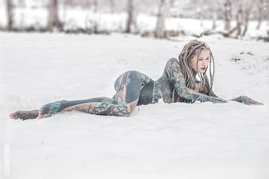 vneshnostyu-neobychnoy-devushki-krasivye-fotografii-neobychnye-fotografii