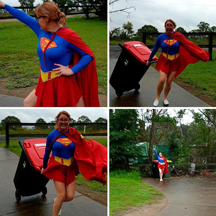девушка в костюме супермена выносит мусор