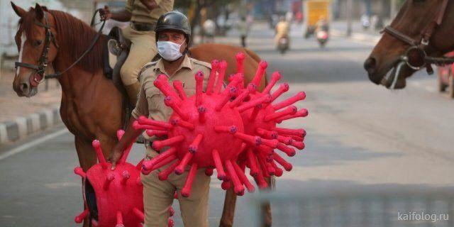 Полиция Индии во время эпидемии коронавируса (25 фото)
