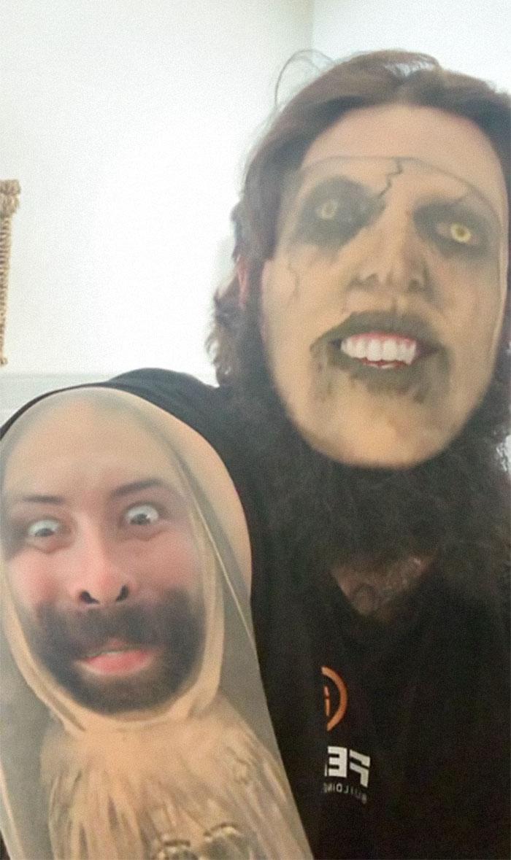 мужчина с татуировкой на лице