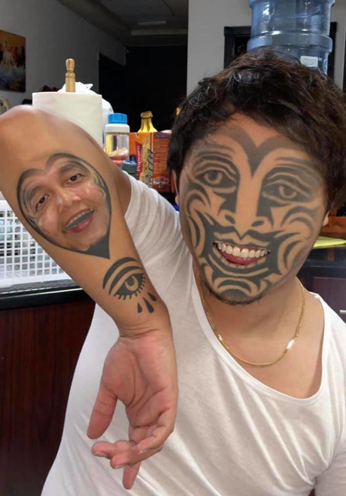 парень с тату на лице
