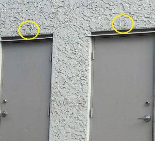 серые двери
