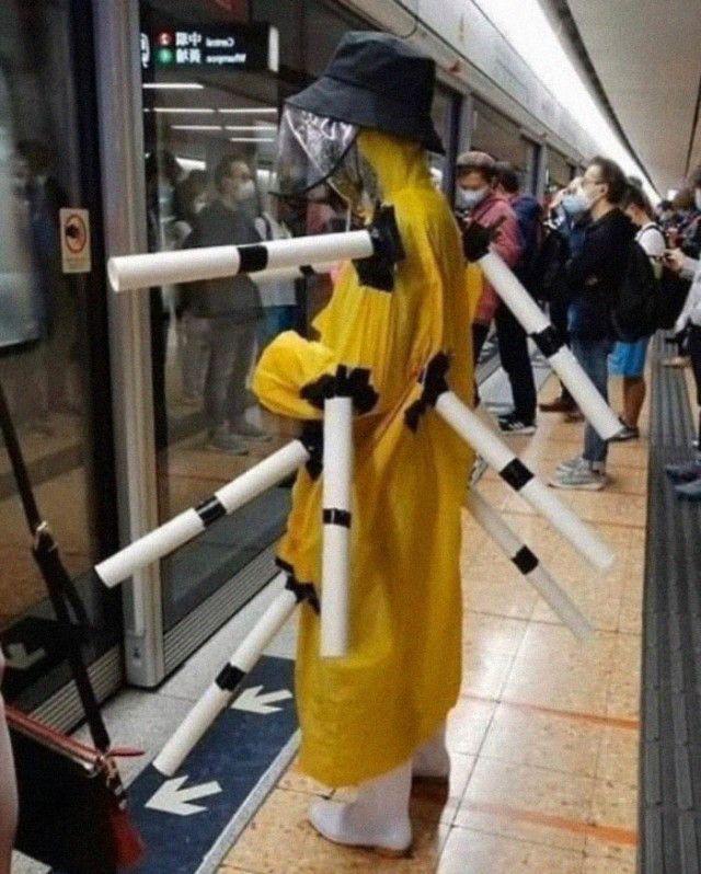 Ржачные маски пассажиров метро
