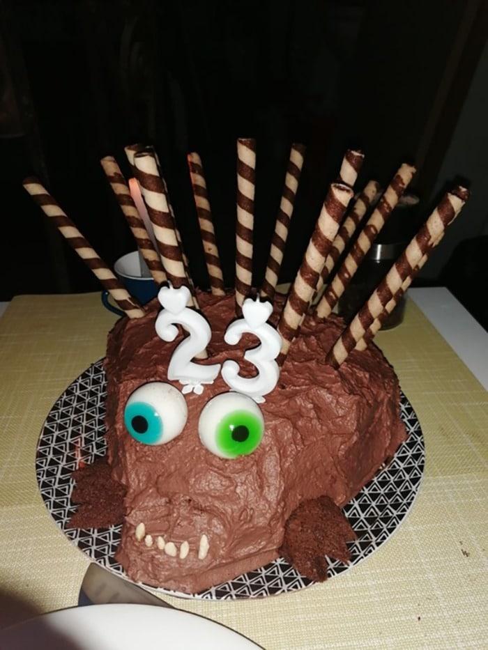 шоколадный торт в форме ежа