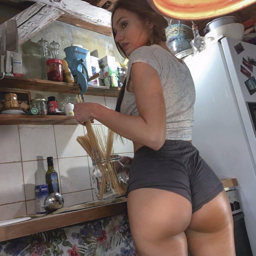 kuhne-hozyayushki-seksualnye-krasivye-fotografii-neobychnye-fotografii