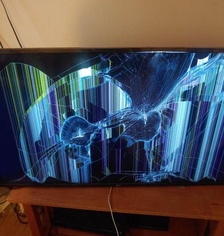 разбитый телевизо