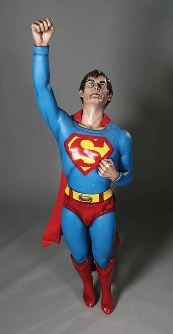 восковая фигура супермена